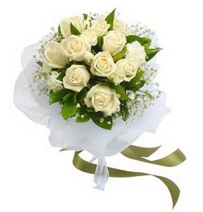 Ankara Dikmen öveçler çiçekçiler  11 adet benbeyaz güllerden buket