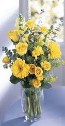 Ankara Dikmen İlker çiçek yolla , çiçek gönder , çiçekçi   sari güller ve gerbera cam yada mika vazo