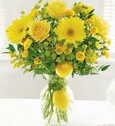 Dikmen Metin Akkuş çiçek satışı , çiçekçi , çiçekçilik  cam yada mika Vazoda sari gül ve çiçekler