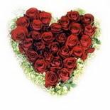kalp biçiminde 15 gülden  Ankara Dikmen çiçek siparişi sitesi