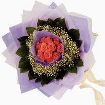 12 adet gül ve elyaflardan  çiçekçi Dikmen çiçek servisi , çiçekçi adresleri