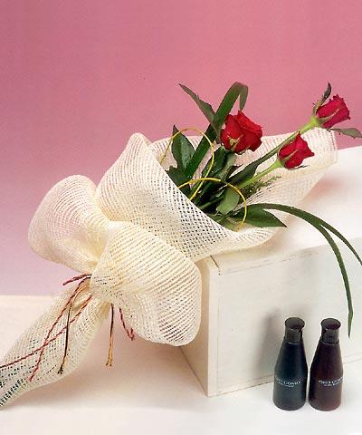 3 adet kalite gül sade ve sik halde bir tanzim Aşağı Dikmen ankara çiçekçi telefonları yurtiçi ve yurtdışı çiçek siparişi