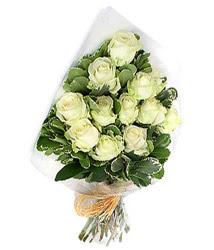 Ankara Dikmen öveçler çiçekçiler  12 li beyaz gül buketi.