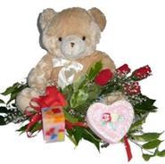 Ankara Dikmen İlker çiçek yolla , çiçek gönder , çiçekçi   4 adet gül , oyuncak , mum ve kutu çikolata