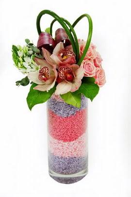 Ankara Dikmen kaliteli taze ve ucuz çiçekler  3 kandil orkide 7 adet gül cam yada mika vazoda