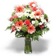 Yukarı Dikmen ankara çiçekleri güvenli kaliteli hızlı çiçek  cam yada mika vazo içerisinde karisik demet çiçegi