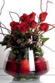 Dikmen Keklikpınarı çiçek siparişi vermek   12 adet kirmizi gül ve altinda sürpriz meyva