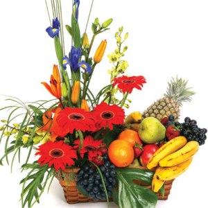 Meyva ve çiçeklerden olusmus hediye sepeti çiçekçi Dikmen çiçek servisi , çiçekçi adresleri