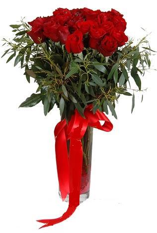 15 adet kirmizi gül cam vazo içerisinde Ankara Dikmen kaliteli taze ve ucuz çiçekler