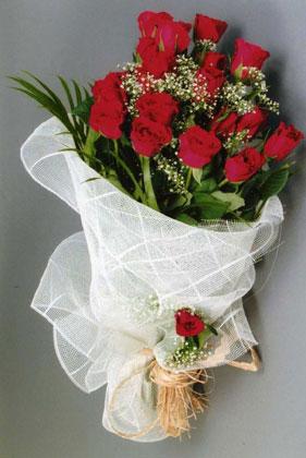 10 adet kirmizi güllerden buket çiçegi Dikmen sokullu ankara internetten çiçek satışı