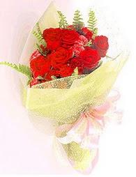 9 adet kirmizi gül buketi Dikmen Harbiye ankara İnternetten çiçek siparişi