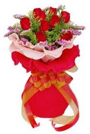 Dikmen İlkadım çiçek gönderme sitemiz güvenlidir  8 Adet kirmizi güllerden buket tanzimi