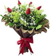 Ankara Dikmen İlker çiçek yolla , çiçek gönder , çiçekçi   5 adet kirmizi gül buketi demeti
