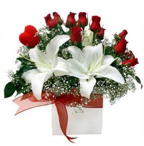 çiçekçi Dikmen çiçek servisi , çiçekçi adresleri  1 dal kazablanka 11 adet kırmızı gül vazosu