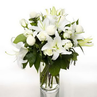 Ankara Dikmen Osmantemiz online çiçek gönderme sipariş  1 dal cazablanca 7 adet beyaz gül vazosu