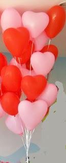 19 adet kalp şeklinde uçan balon