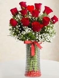 Cam vazoda 11 adet kırmızı gül kalp çubuk Dikmen Harbiye ankara İnternetten çiçek siparişi