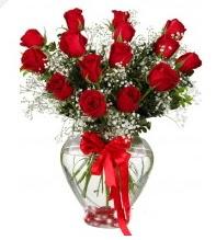 11 adet kırmızı gül cam kalpte Ankara Dikmen İlker çiçek yolla , çiçek gönder , çiçekçi