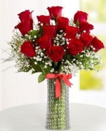 10 kırmızı gül cam vazo içerisinde Dikmen Keklikpınarı çiçek online çiçek siparişi