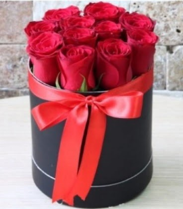 Kutu içerisinde 9 adet kırmızı gül Yukarı Dikmen ankara çiçekleri güvenli kaliteli hızlı çiçek