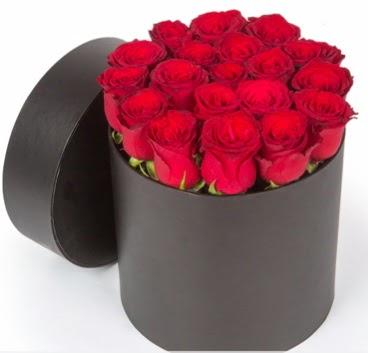 21 adet siyah kutuda kırmızı gül Dikmen Keklikpınarı çiçek online çiçek siparişi