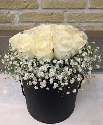 19 adet beyaz gülden görsel kutu çiçeği Dikmen ankara çiçek mağazası , çiçekçi adresleri
