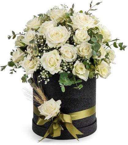 Kutu içerisinde 33 adet beyaz gül tanzimi Ankara Dikmen Mürseluluç hediye çiçek yolla