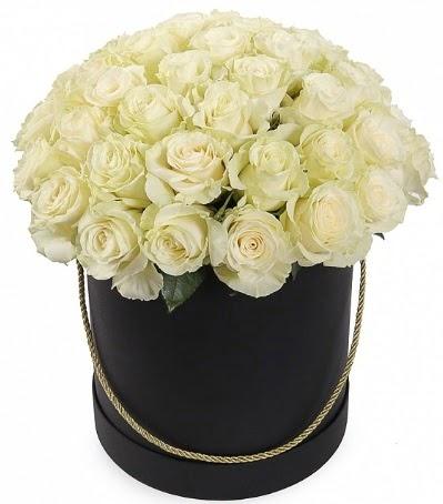 33 Adet beyaz gül özel kutu içerisinde Ankara Dikmen kaliteli taze ve ucuz çiçekler
