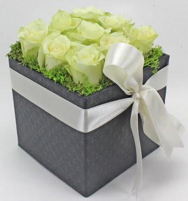 9 adet beyaz gülden özel kutu çiçeği Dikmen ankara çiçek mağazası , çiçekçi adresleri